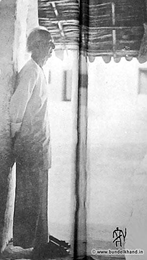 Kedarnath-Agarwal-at-banda-home.jpg (300×528)