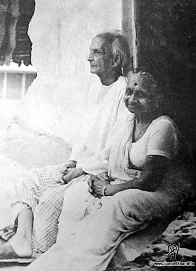 Kedarnath-Agarwal-Wife.jpg